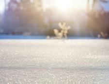 Primele ninsori din aceasta toamna: Strat de 6 cm de zapada in Neamt. La Balea Lac s-a intervenit cu un utilaj cu lama