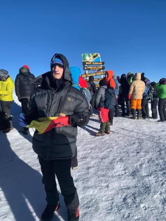 Primul alpinist nevazator din Romania a cucerit varful Kilimanjaro, de 5.895 m