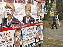 Prinsi in timp ce lipeau afise electorale in locuri nepermise