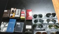 Prinsi in timp ce vindeau ilegal parfumuri si ochelari