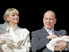 Printul Albert de Monaco isi prezinta urmasii - prima aparitie publica a gemenilor (Video)