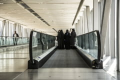 Printul Mohammed continua reforma in Arabia Saudita si lasa femeile sa calatoreasca singure