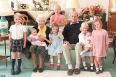 Printul Philip si regina Elisabeta a II-a, alaturi de cei sapte stranepoti. Fotografia care a facut inconjurul lumii
