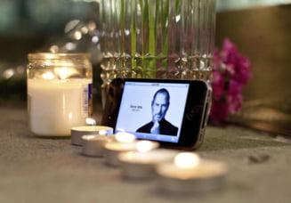Priveghi pentru Steve Jobs in Dolores Park in San Francisco (Video)