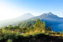 Probleme in paradis: 14.000 de oameni fug din calea eruptiei unui vulcan in Bali