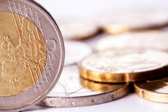 Problemele monedei euro indica rezistenta acesteia - analisti
