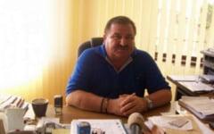 Procesul fostului din comuna Malu Mare, acuzat de tentativa de omor, repus pe rol. Edilul este acuzat ca a sechestrat si a batut trei persoane