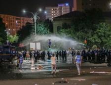 Procurorii au facut perchezitii acasa la protestatarii acuzati de ultraj UPDATE Au fost retinuti doi suspecti