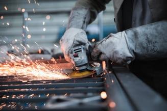 Productia industriala a crescut in primele trei luni cu 2,9%, ca serie bruta, fata de perioada similara a anului trecut RAPORT INS