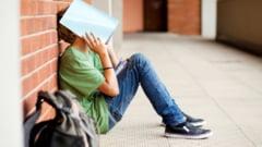 """Profesor: """"Ne nenorocim generatiile de copii"""". Haosul din Educatie, o bariera in plus pusa de autoritati tinerilor"""