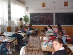 Profesorii ar putea intra in greva chiar de Ziua Educatiei