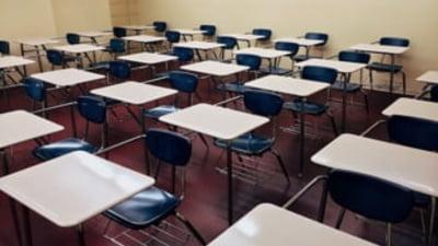 """Profesorii care nu vor primi bani timp de 13 zile din cauza vacantei prelungite de Paste: """"Nu stim absolut nimic"""""""
