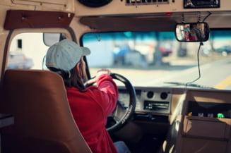 Profilul șoferului român: demonstrativ, speculant și oportunist. Cum ne ferim de conducătorii auto agresivi