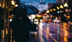 Prognoza meteo speciala pentru Bucuresti. Temperaturi peste medie in urmatoarele zile, dar oamenii nu trebuie sa uite de umbrela