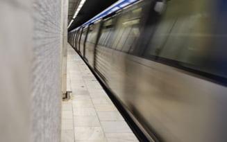 Program prelungit la metrou luni seara. Trenurile vor circula doua ore in plus