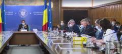 Programul de guvernare al PNL: Salariu mediu net de 1.000 de euro, 970 de km de autostrada si drum expres, pensii mai mari si alocatii dublate