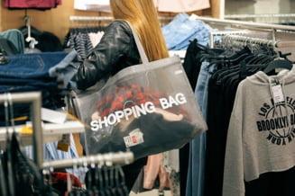 Programul supermarketurilor, mall-urilor si bancilor de Anul Nou