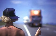 Proiect de guvern: Faci autostopul si te ridica direct masina de Politie