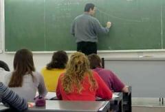 Proiect de reducere a mii de posturi din educatie, trimis sindicatelor fara avizul ministrului