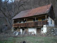 Proiect inedit: Cazare gratuita intr-o casa veche de 80 de ani din Muntii Apuseni - Interviu