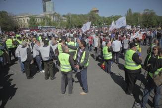 Promisiunile ministrului Sova nu-i multumesc pe CFR-isti. Protestele continua luni