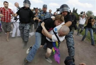 Propaganda gay, interzisa in Rusia - lupte de strada, cu oua, bastoane si pietre