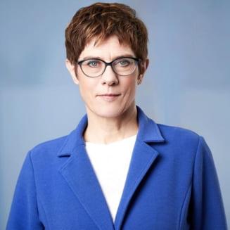 Protejata lui Merkel nu mai vrea sa fie cancelarul Germaniei. Renunta si la sefia CDU