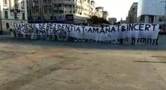 Protest #rezi al absolventilor de medicina, dupa amanarea rezidentiatului: Dorim putin respect in acest sistem defect