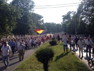 "Protest Antena 3 la Cotroceni: Jurnalisti agresati, ""jos Basescu"" si amenintari cu noi ""plimbari"""