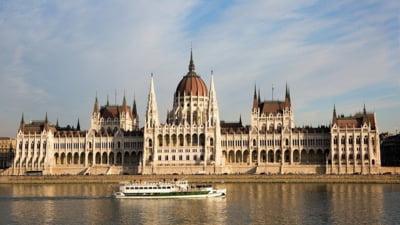Protest al asistenţilor medicali la Budapesta. Cer să fie plătiţi mai bine pentru a stăvili exodul de forţă de muncă