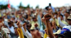 Protest al motilor la Cluj. Oamenii s-au adunat in fata Prefecturii clujene pentru a-si cere respectarea drepturilor