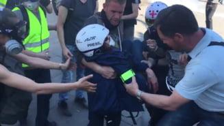 Protest al sindicatului jurnalistilor din Franta: Doi reporteri au fost arestati la Paris, alti doi au fost tinta lansatoarelor de bile