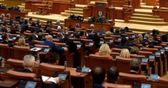 "Protest cu cantece patriotice in Parlament: Un liberal i-a pus pe deputati sa asculte melodia ""Transilvania mareata"""