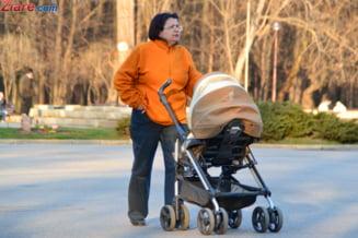 Protest cu copilul in brate la Primaria Iasi: Mamele contesta inscrierea la cresa