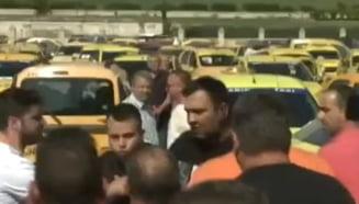 Protest cu imbranceli in Piata Constitutiei UPDATE: Ce au obtinut taximetristii de la Guvern