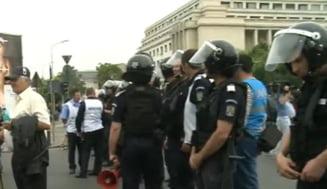 Protest cu imbranceli in Piata Victoriei: Revolutionarii au blocat circulatia (Video)