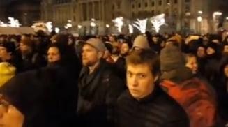 """Protest cu mii de oameni la Budapesta, din cauza """"Legii sclaviei"""": Jandarmii au dat cu gaze lacrimogene (Video)"""