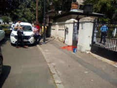 Protest cu vopsea rosie la Sectia Speciala condusa de Adina Florea (Foto)