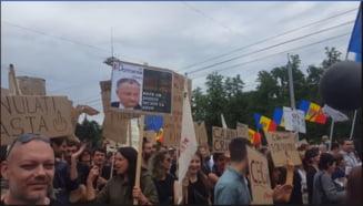 """Protest de amploare la Chisinau fata de nevalidarea rezultatelor alegerilor locale: """"Sa va fie frica, poporul se ridica!"""""""