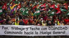 """Protest de amploare la Madrid, inainte de alegerile regionale: Zeci de mii de oameni cer """"paine si demnitate"""""""