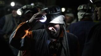 Protest extrem in Valea Jiului - sute de mineri refuza sa iasa din subteran (Video)