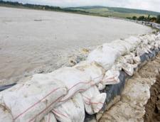 Protest fata de construirea digurilor in plin cod portocaliu de inundatii