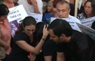 Protest fata de problema maidanezilor - Parintii copilului ucis: Alegem cainii sau copiii? (Galerie foto)