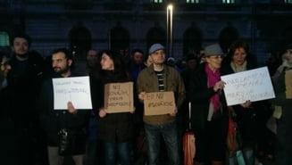 """Protest in Bucuresti, dupa votul din Senat: S-a scandat """"Dan S-O VA lua"""" si """"Parlament penal/mars la tribunal!"""""""