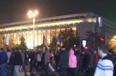 Protest in Bucuresti, fata de exploatarea gazelor de sist - Imbranceli cu jandarmii, la Guvern