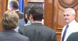 Protest in Parlament: Deputatii USR au parasit sedinta de plen si s-au dus la Dragnea in birou sa ii ceara explicatii