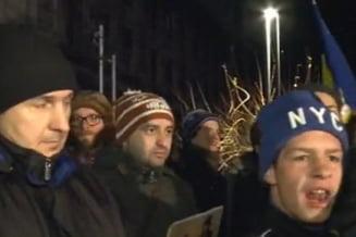 Protest in Piata Universitatii in semn de solidaritate cu locuitorii din Pungesti