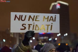 """Protest in Piata Victoriei, in timpul sedintei de Guvern: """"Jos labele de pe Justitie"""""""
