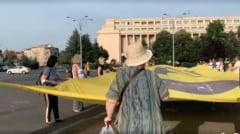 """Protest in Piata Victoriei fata de pensiile speciale. """"Guvernul Citu nu isi respecta propriul program de guvernare"""" VIDEO"""