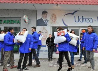 """Protest in Roman: Ceasuri desteptatoare si perne pentru """"somnorosul"""" Antonescu"""